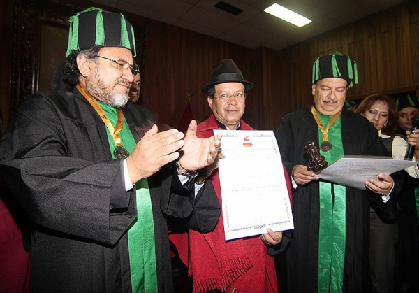 Prefecto de Cotopaxi recibió doctorado Honoris Causa
